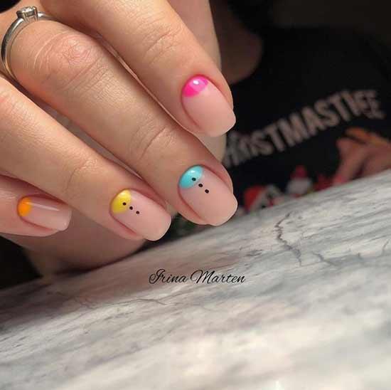 Разноцветный лунный маникюр