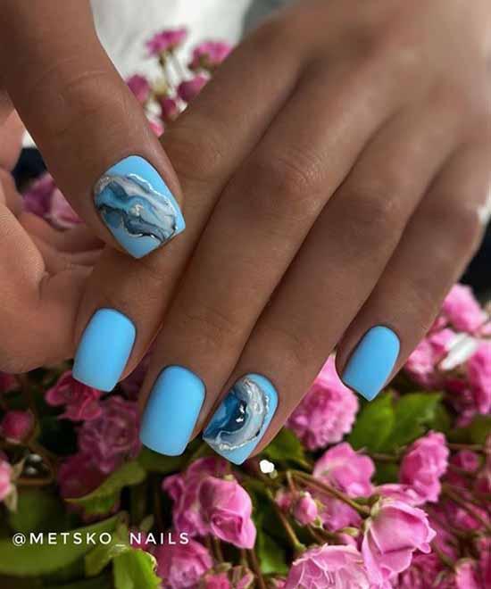 Голубой дизайн ногтей на загорелые руки