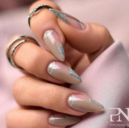 Серебряные блестки на ногтях