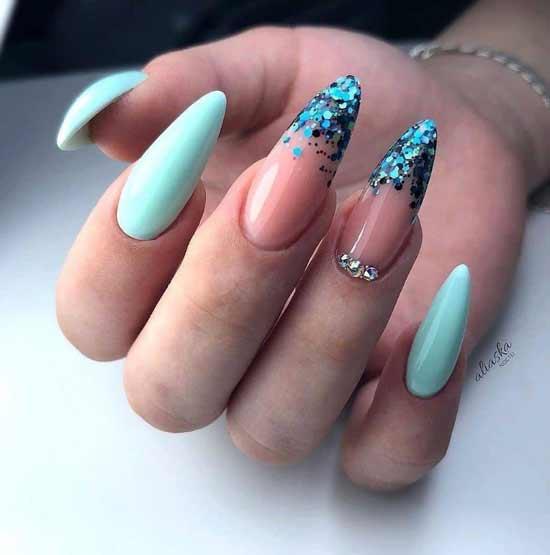 Блестки зеленые на кончиках ногтей