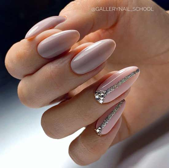 Дизайн длинных ногтей с блестками и стразами