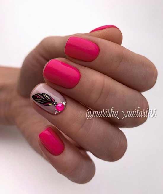 Дизайн коротких ногтей стразами