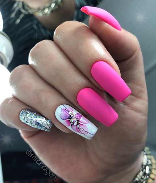 Стрекоза стразами на ногтях