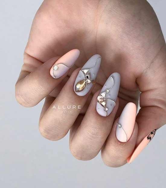 Рисунки из страз на ногтях