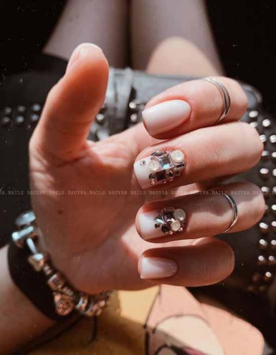 Дизайн ногтей со стразами 2021: фото, изысканные новинки