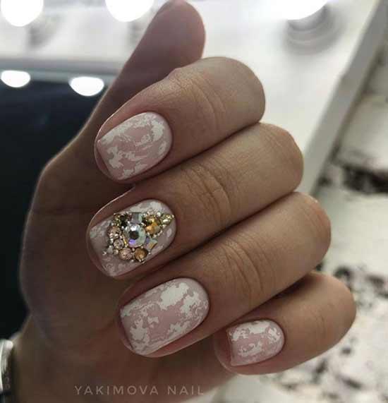 Матовая фольга на ногтях