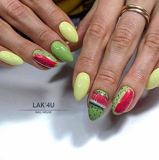 Дизайн ногтей с фруктами и паутинкой