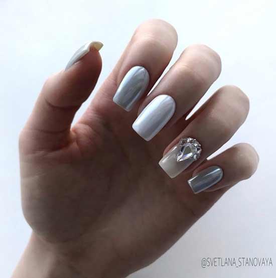 Маникюр белый с серебром