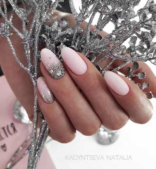 Нюдовый дизайн ногтей на новый год