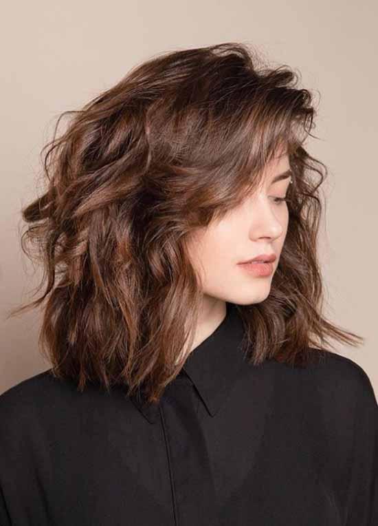 Модные стрижки на волосы до плеч 2020-2021: фото, тенденции