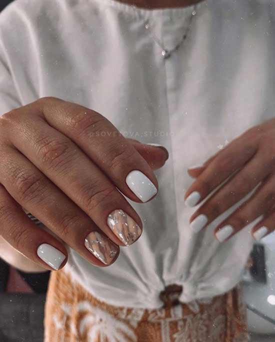 Белые короткие ногти с дизайном