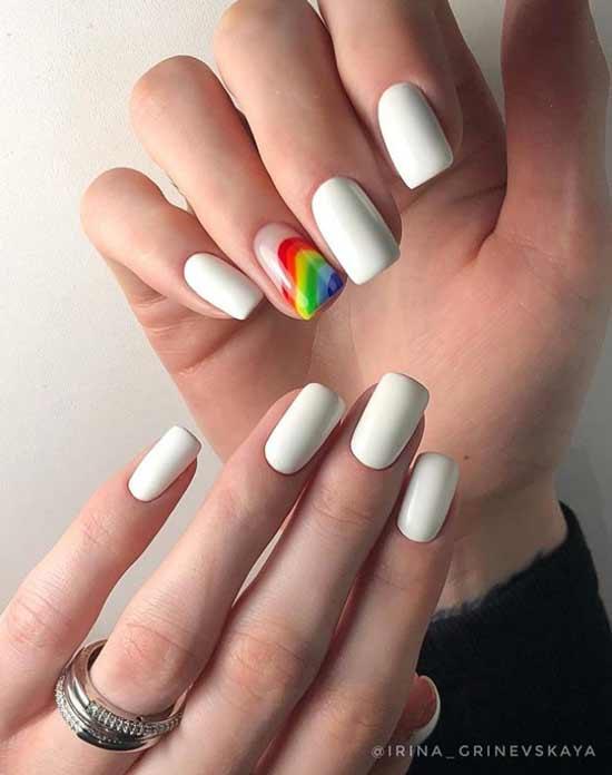 Белый маникюр с неоновой радугой