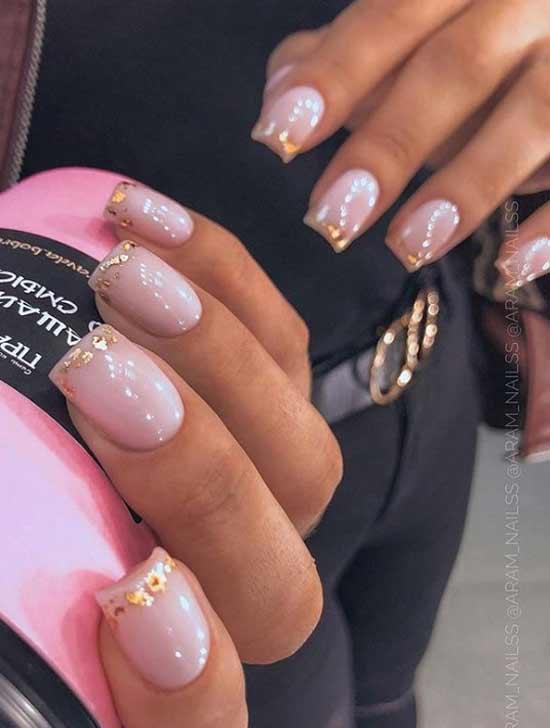 Новогодний френч-дизайн ногтей