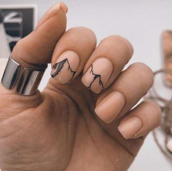 Оригинальный черно-белый рисунок на коротких ногтях
