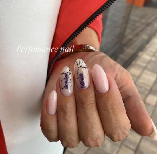 Длинные бежевые ногти с блестками