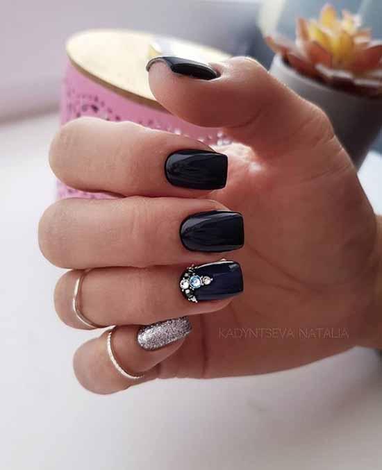 Стразы и блестки на черном покрытии ногтей
