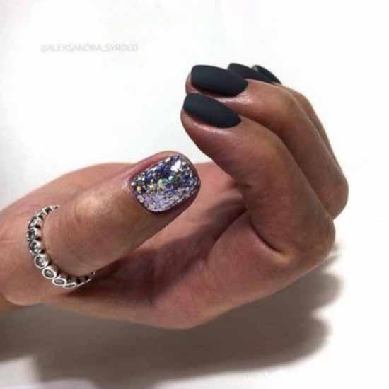 Черный маникюр с блестками на короткие ногти