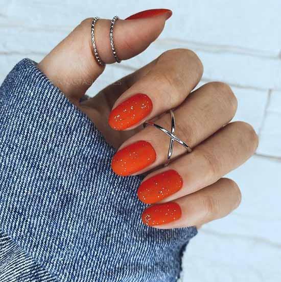 Матовый с блестками цвет маникюра морковный