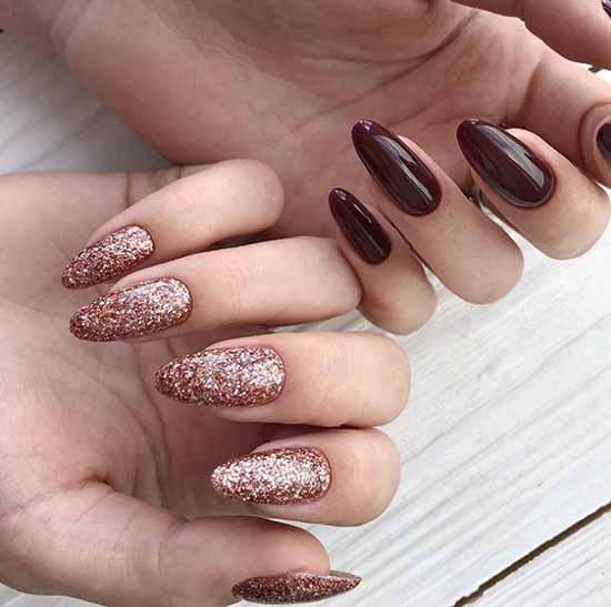 Маникюр разный дизайн рук с розовыми блестками и темно-красным