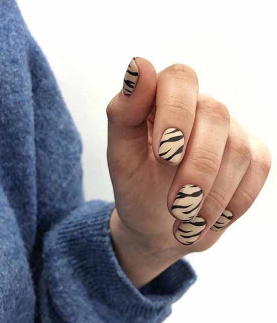 Короткие ногти с принтом