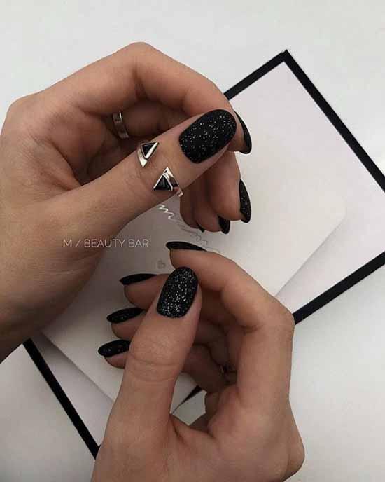 Черный короткий маникюр