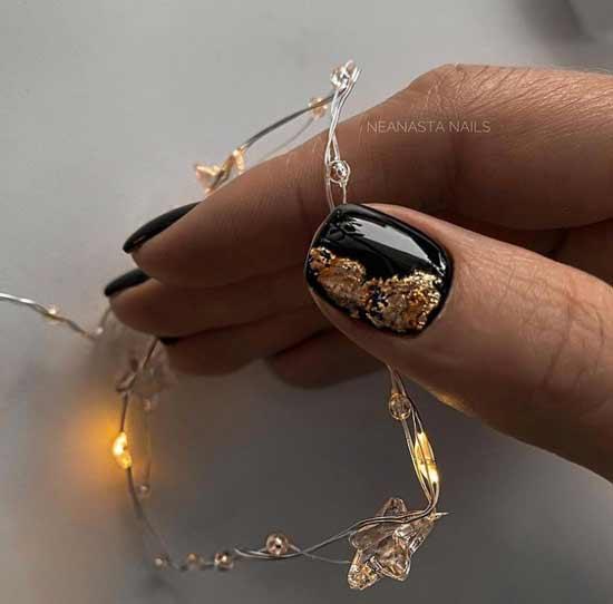 Черные ногти с поталь золото