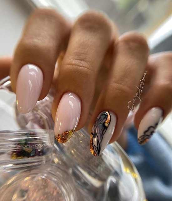 Мраморный дизайн поталь на ногтях