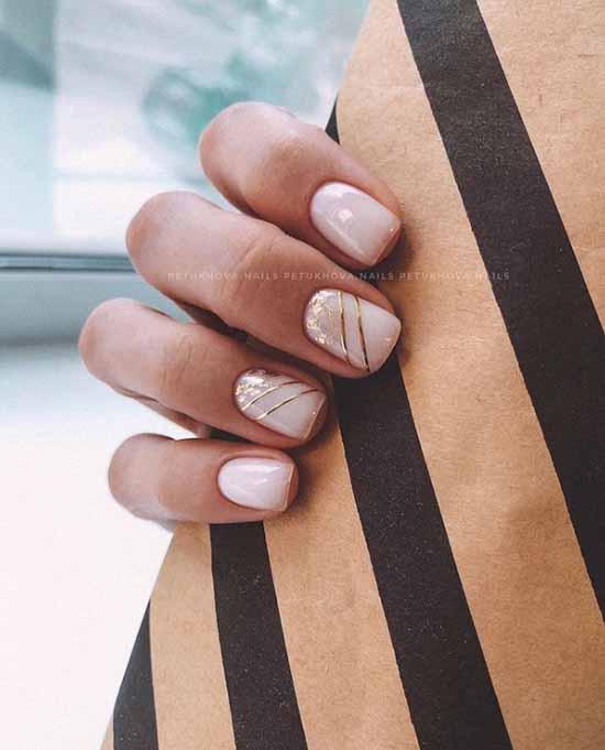 Бежевые ногти с поталь
