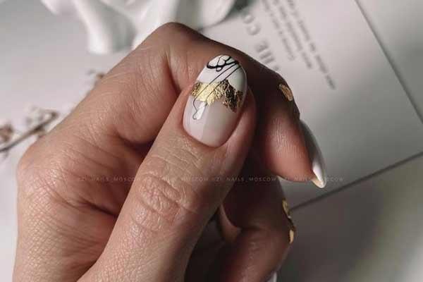 Маникюр с дизайном на одном пальчике