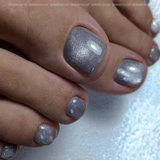 Модный серый педикюр