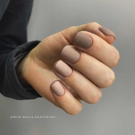 Разные нюдовые цвета на ногтях