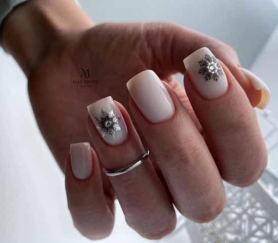 Зимний нюдовый маникюр 2021: фото лучшего дизайна ногтей