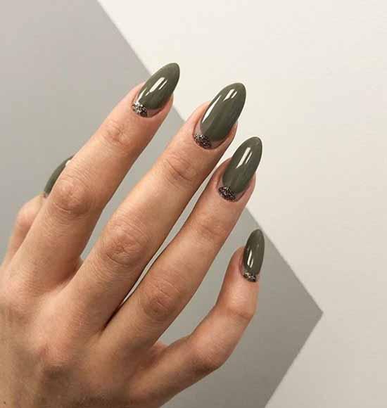 Элегантный темно-зеленый маникюр
