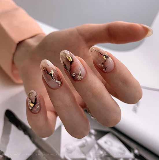 Мрамор нежный на ногтях
