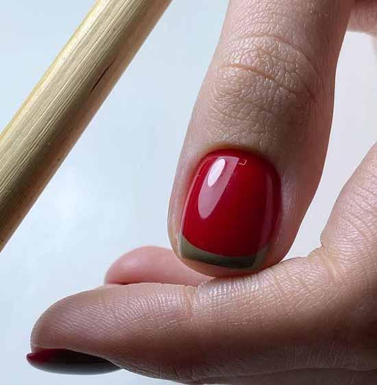 Красный с хаки маникюр френч