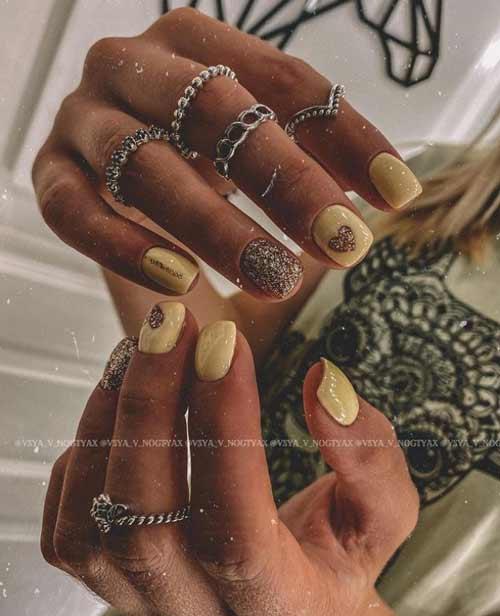 Золотое сердце на ногтях