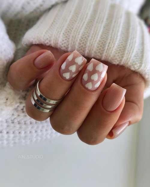 Белое сердце на ногтях