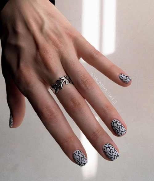 Черные сердечки на ногтях