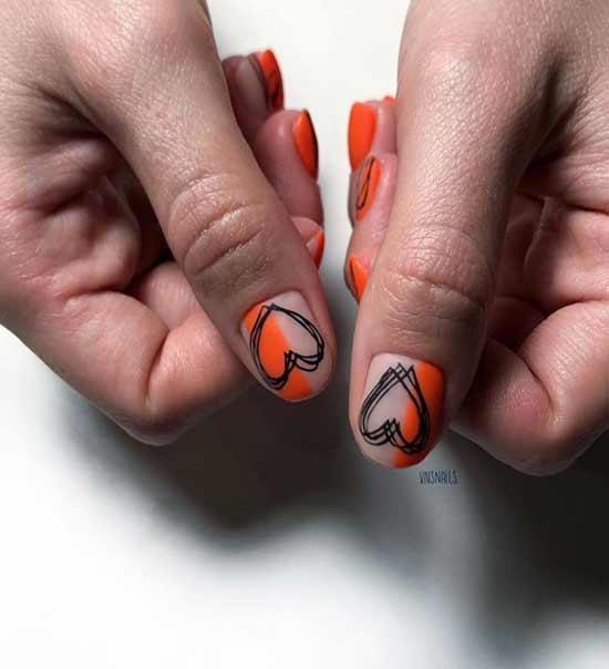 Оранжевый короткий маникюр с сердечком