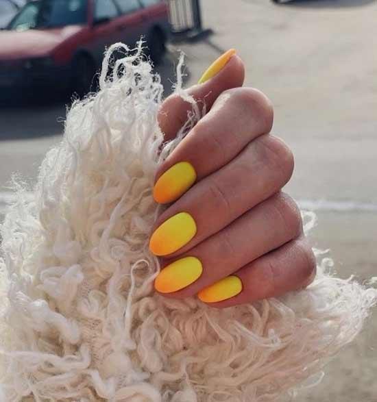 Желтый градиентный маникюр