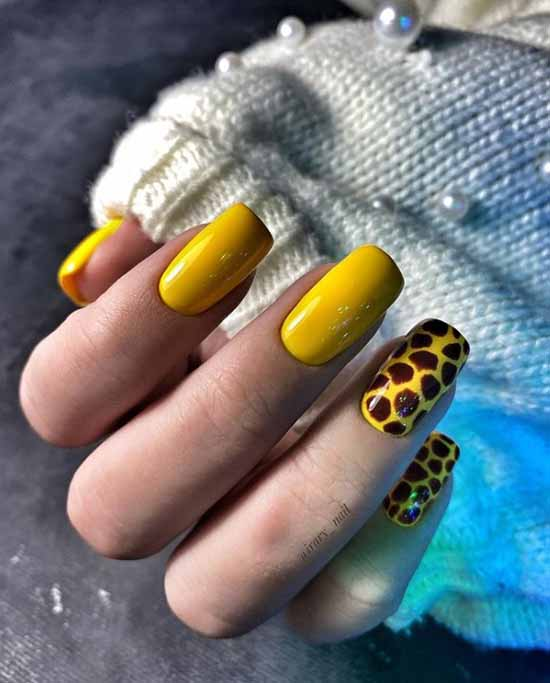 Желтый маникюр на длинные ногти