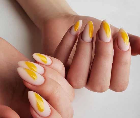 Бежево-желтый маникюр