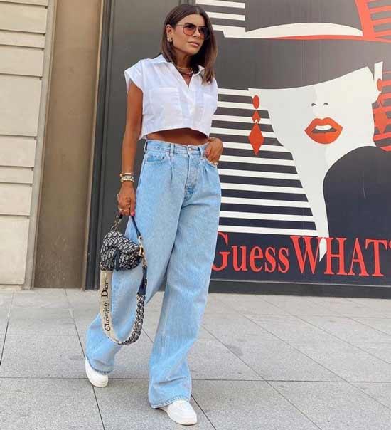 Широкие голубые джинсы