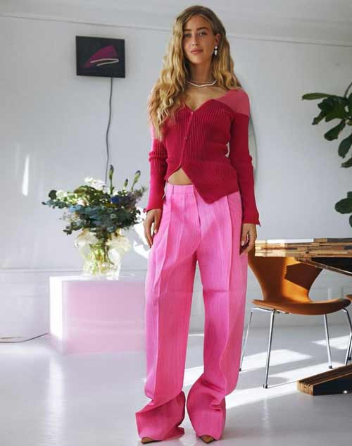Розовые широкие брюки