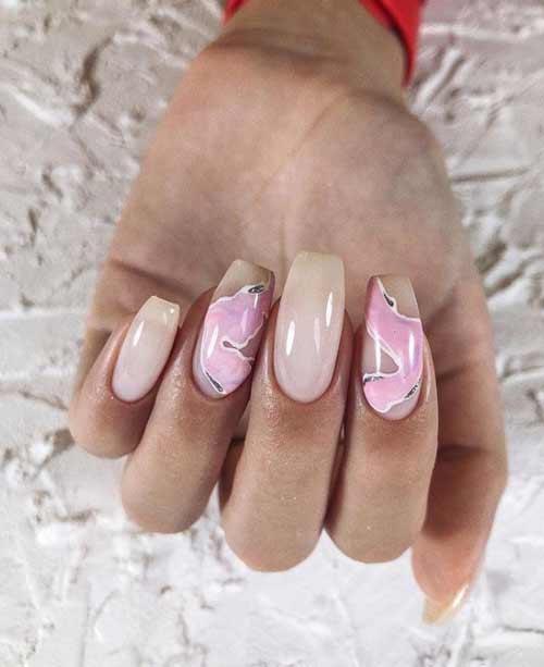 Бежево-розовый маникюр