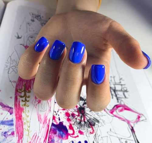 Яркий синий маникюр