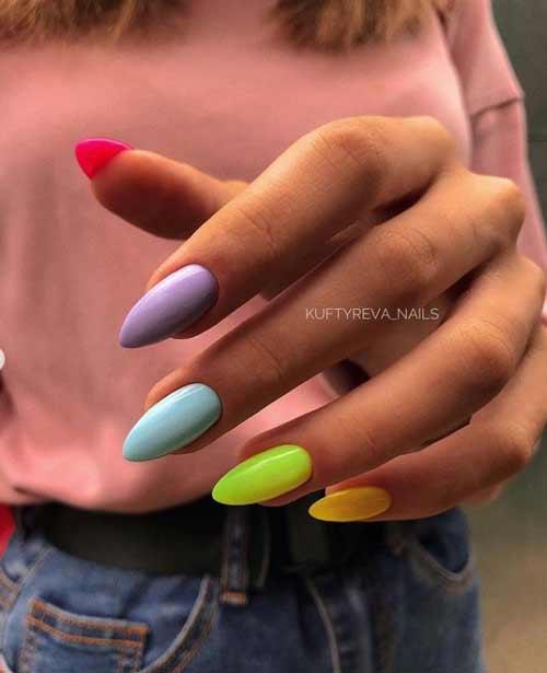 Разноцветный маникюр с голубым
