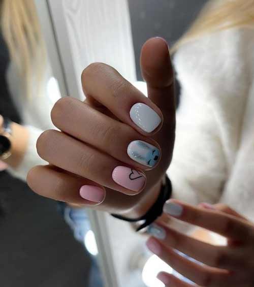 Милый рисунок на голубых ногтях