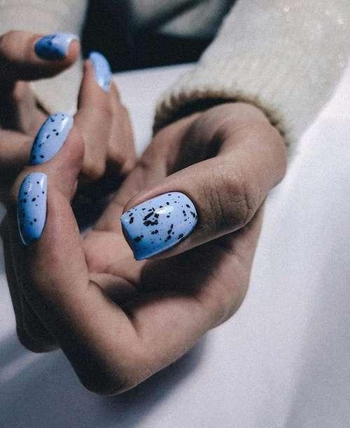 Голубой маникюр 2021: трендовый дизайн ногтей в голубых тонах