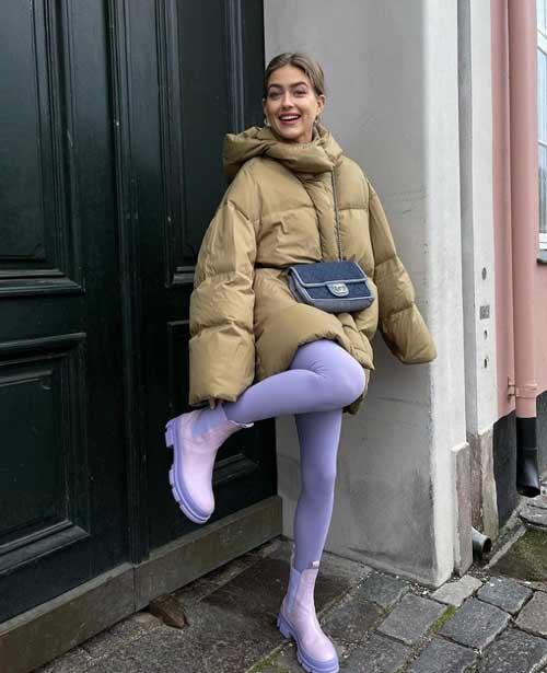 С чем носить фиолетовые легинсы